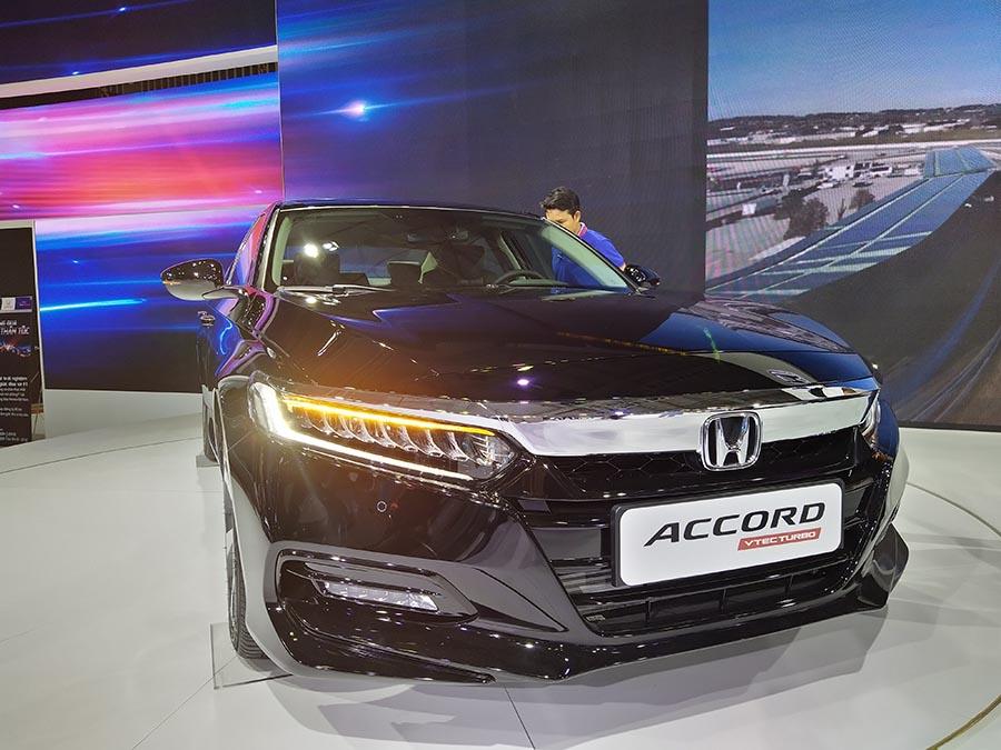Honda Accord đầu xe
