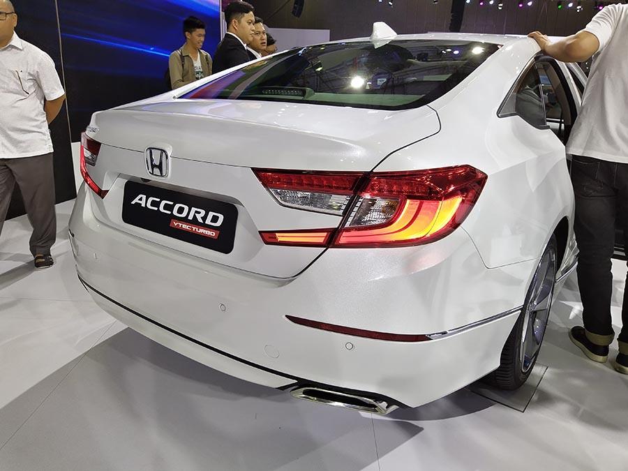 Honda Accord duoi xe
