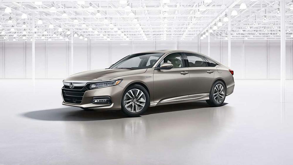 sedan hạng D thực dụng và đáng sở hữu
